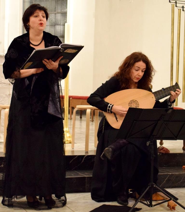 Prof. Regina Kabis (Sopran) u. Maria Ferré (Mandora), Freiburger Spielleyt, 03.11.2017, St. Fridolin, Lörrach-Stetten