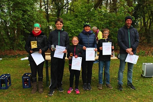 Die Sieger der Gesamtwertung um den Goldenen Postenschirm  Foto: Petra Speh-Rothaug, (C) 2017 Rhein-Main-Rang-Liste