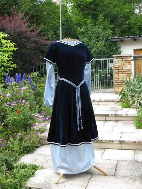 Damenkleid um 1100